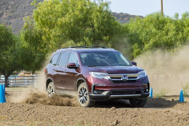 2020_Honda Pilot Elite_Front_Right